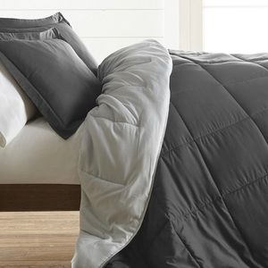 3-piece comforter. Haven't opened it.